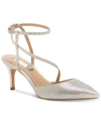 #SC358 WOMEN'S SHOES PRIMARILY SPRING/SUMMER - $1,539 MSRP, 20 UNITS, SHELF PULLS