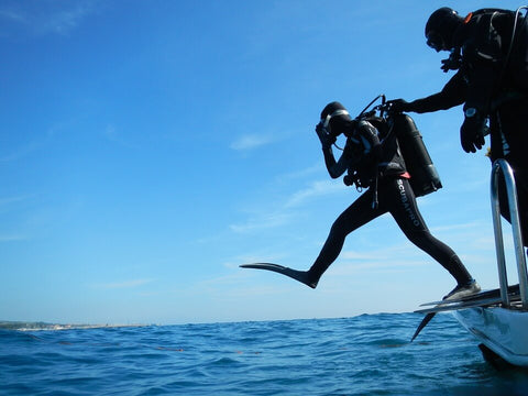 scuba-diving-drysuits-&-wetsuits