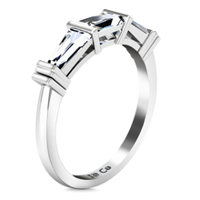 Load image into Gallery viewer, Diamond Wedding Band Structural Tapered Baguette