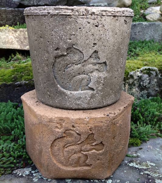 Round Bandit Squirrel Planter