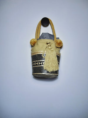 Bucket Bag in black and cream , handcrafted with natural fibre. Handle it's being crochet