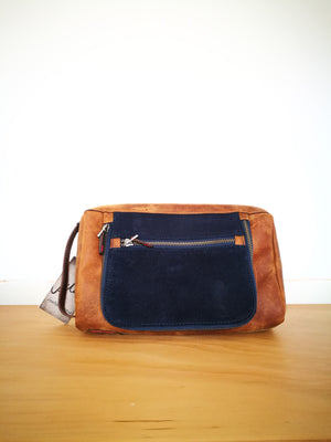 TOILETRY BAG ( EL CURADOR )