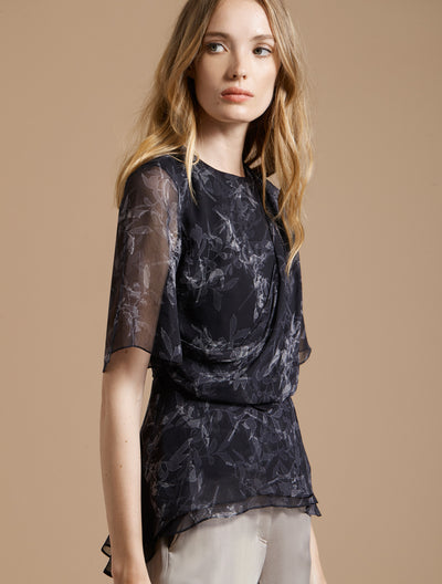 SHORT SLEEVE DRAPED SILK PRINTED TOP - Halston