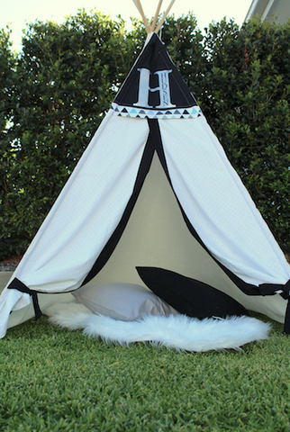 Teepee - Black and white, with triangle geometric