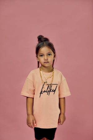 Ultra Oversized Kult Signature Logo T-Shirt in rosa Sand