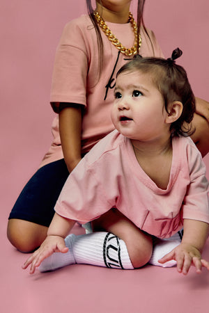 Oversized steetwear tshirt in pink for little girls.