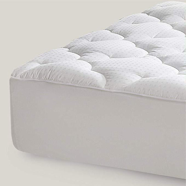 Overfilled Mattress Pad Detail