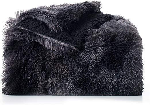 Faux Fur Fleece Blanket Detail