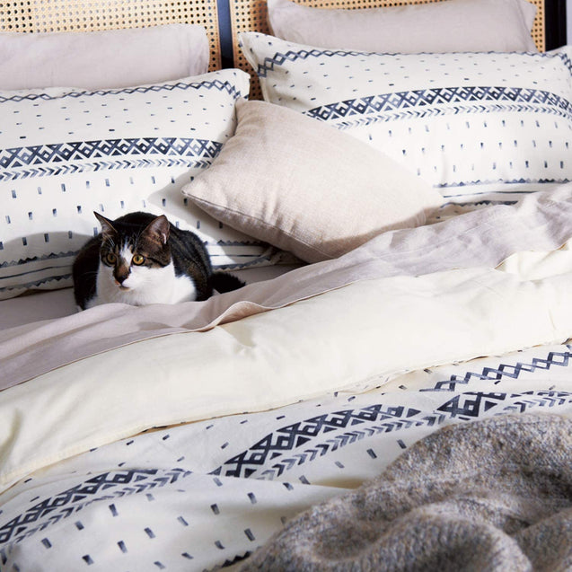 pets love the Bedsure 80% Cotton 20% Linen Duvet Cover Set, Washed Cotton Queen Comforter Cover