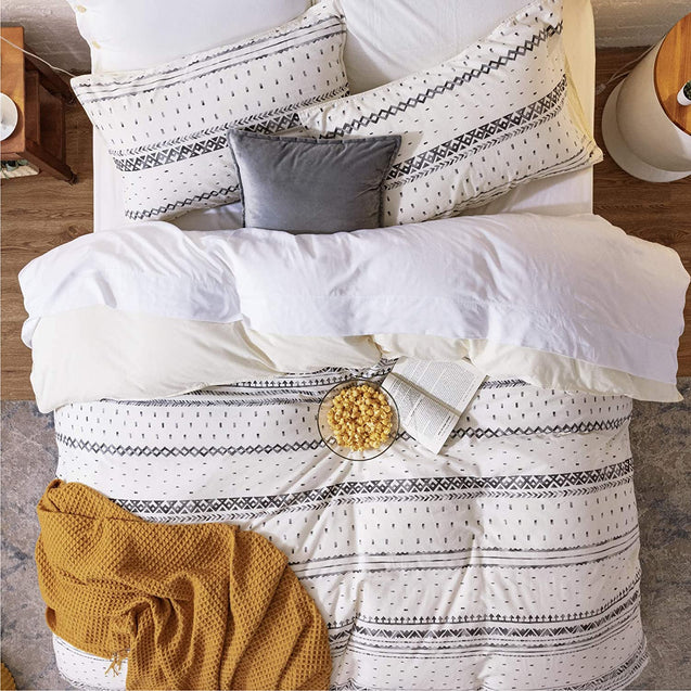 cozy life style with the Bedsure 80% Cotton 20% Linen Duvet Cover Set, Washed Cotton Queen Comforter Cover