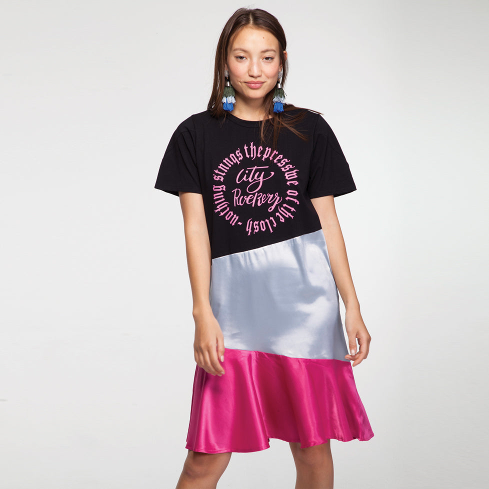 Mini T Shirt Satin Detail Dress with a Print in Pink