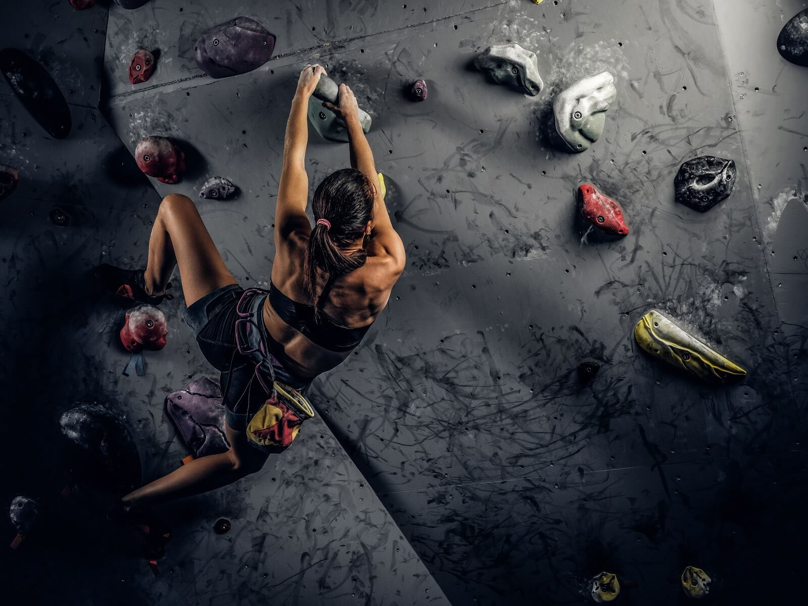 woman rock climbing depicting the safety of cbd