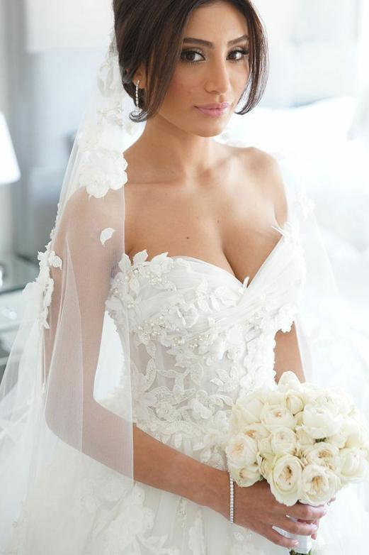 Elegant Strapless Sweetheart Long Wedding Dress With Beading Lace Appliques W1009
