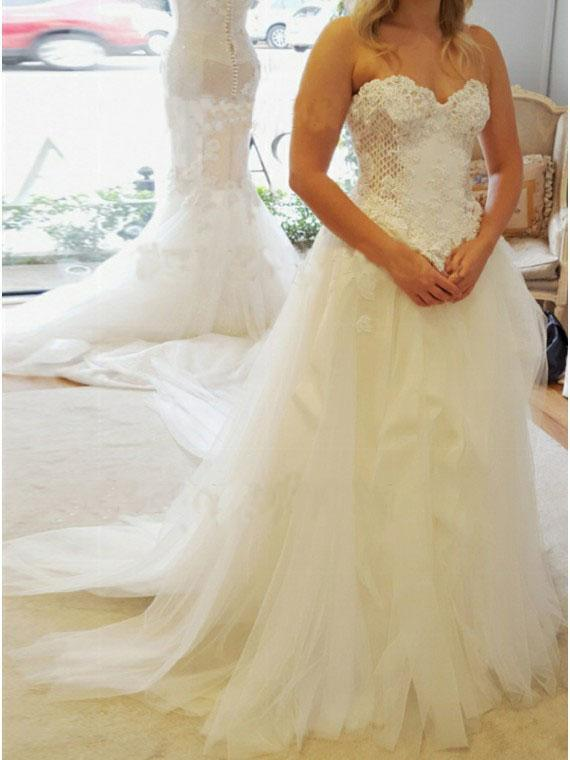 A-Line Sweetheart Strapless Lace Tulle White Sleeveless Wedding Dress with Appliques JS398