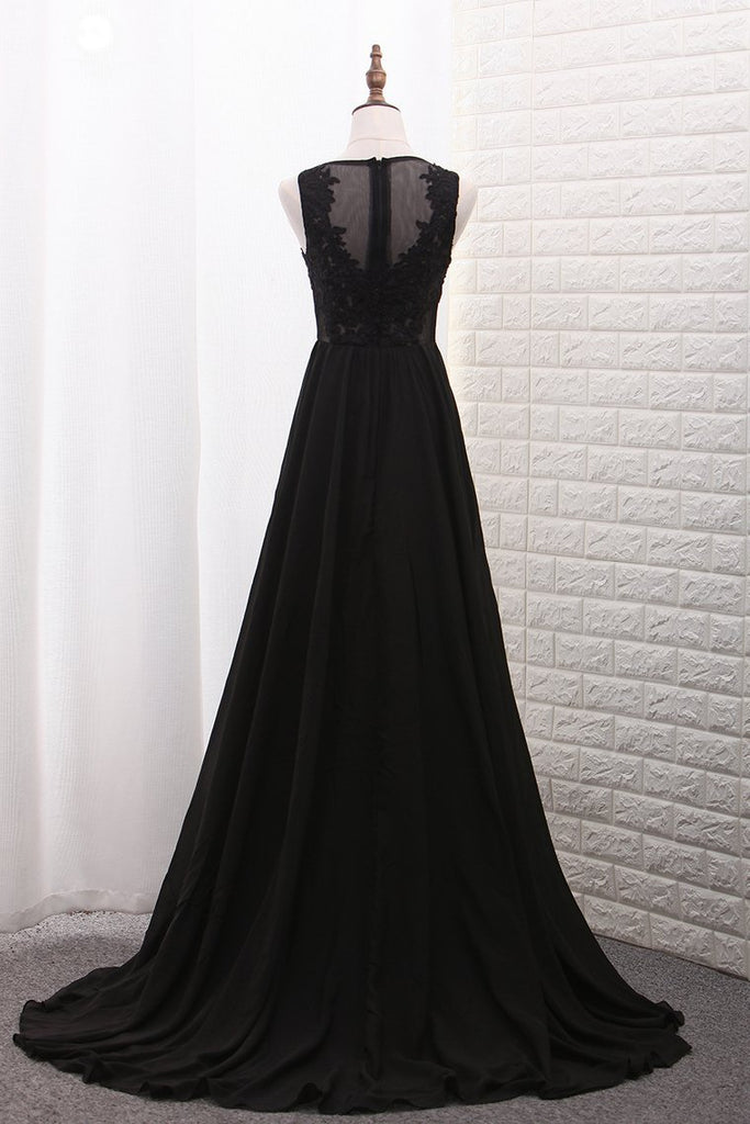 2019 New Arrival Scoop A Line Prom Dresses With Applique And Slit