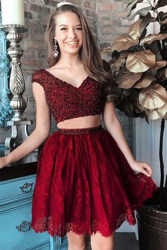 2019 Two-Pieces Homecoming Dresses V-Neck Short/Mini Lace With Beading