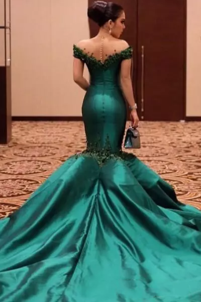 2019 Scoop Mermaid Prom Dresses Satin With Beads And Applique