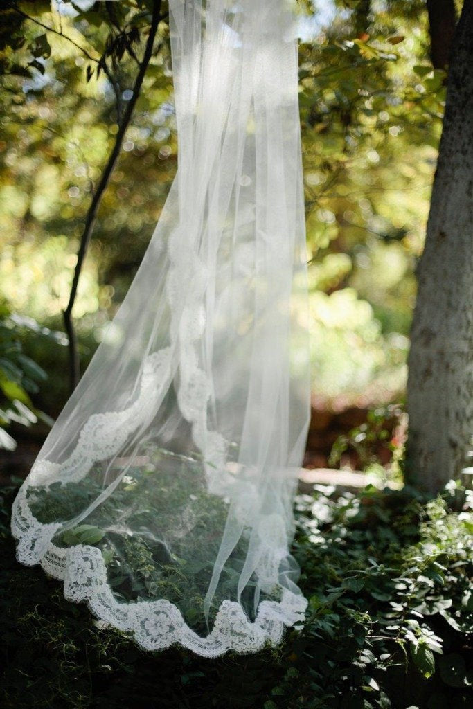 Alencon Lace Edged Cathedral Length Tulle Bridal Veil Wedding Wedding Veil JS868