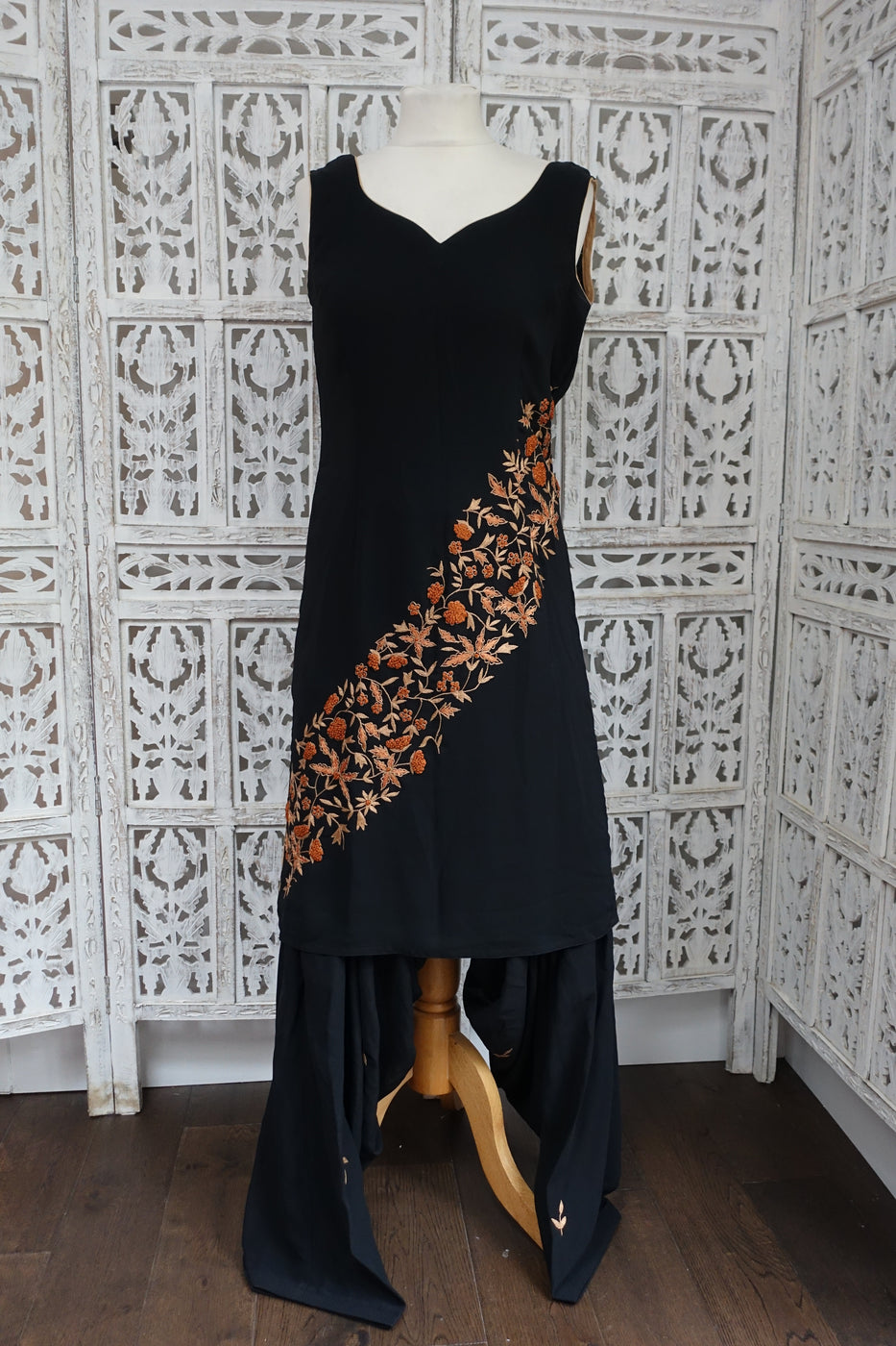Black Crepe Salwar Kameez - UK 10 / EU 36 - Preloved - Indian Suit Company