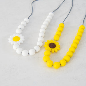 Easter Daisy Necklace - White