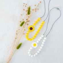 Load image into Gallery viewer, Easter Daisy Necklace - White
