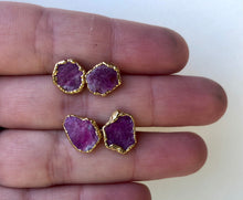 Load image into Gallery viewer, Ruby Slice Studs // Gold