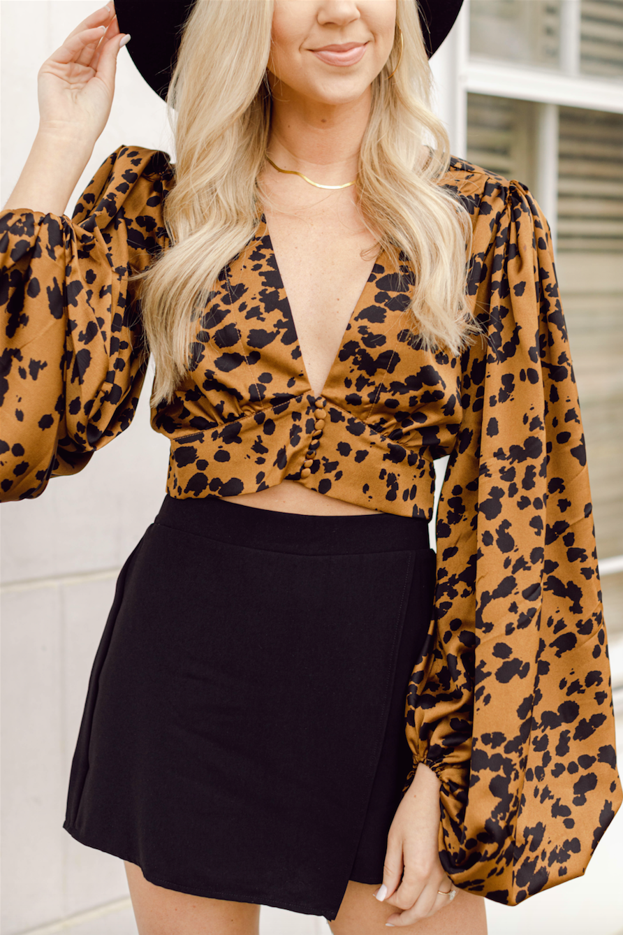 Here For It Puff Sleeve Crop- Black/Brown