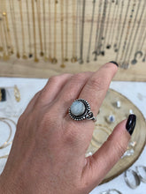 Load image into Gallery viewer, Anel pedra da LUA - MOON stone ring