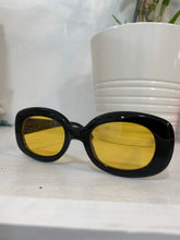 Load image into Gallery viewer, CROW sunglasses // Óculos de sol