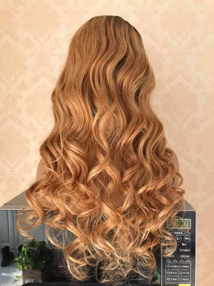 honey blonde unit with dark roots