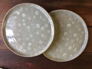 Gray plate with white polkadots /