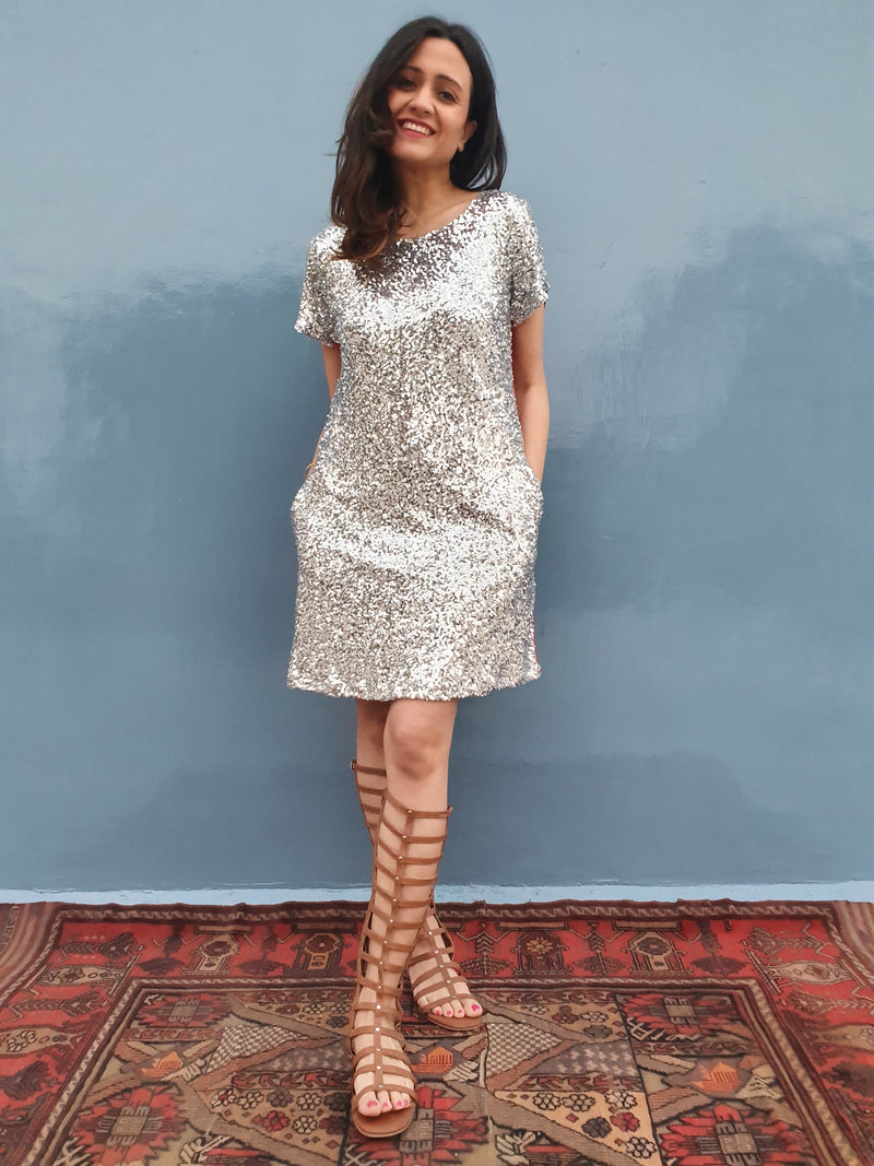 Sequins dress with side elastic