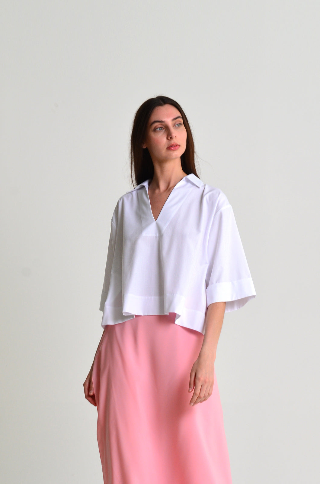 Lea classic, oversized white cropped shirt