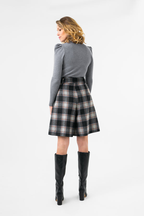 Plaid short with belt