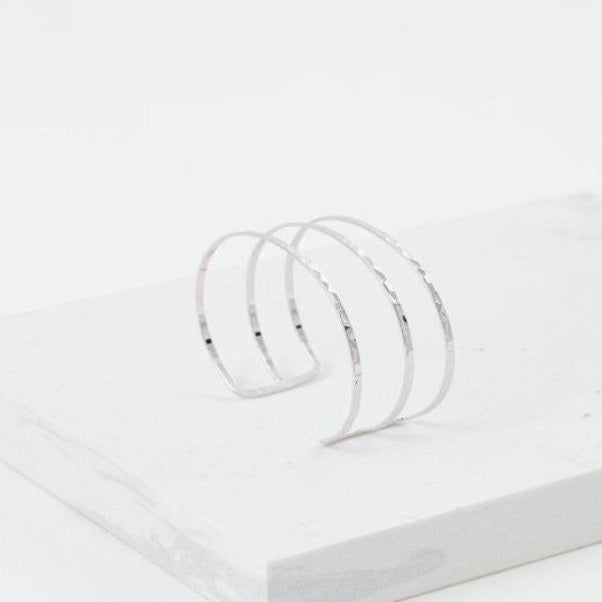 LOVER'S TEMPO - SAYLA HAMMERED BANGLE IN SILVER