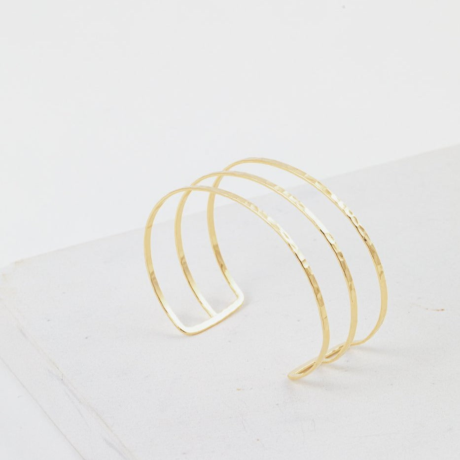 LOVER'S TEMPO - SAYLA HAMMERED BANGLE IN GOLD