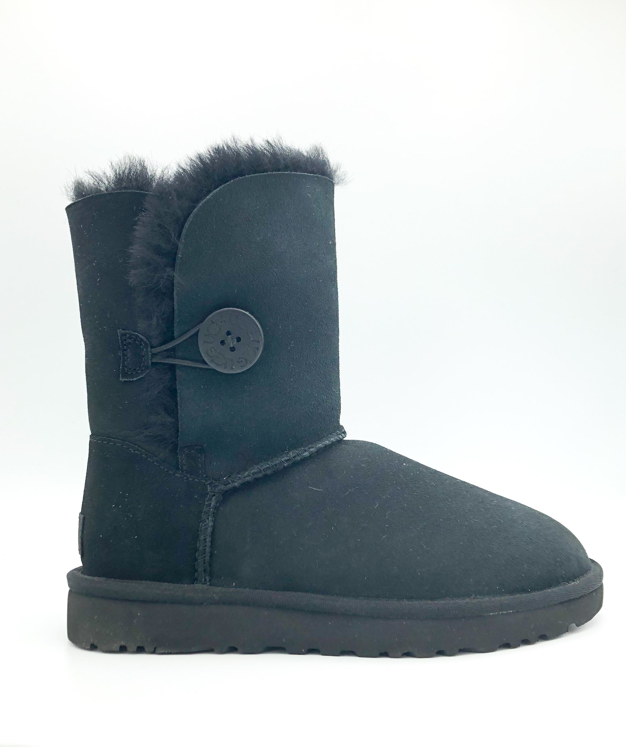 UGG - BAILEY BUTTON II IN BLACK