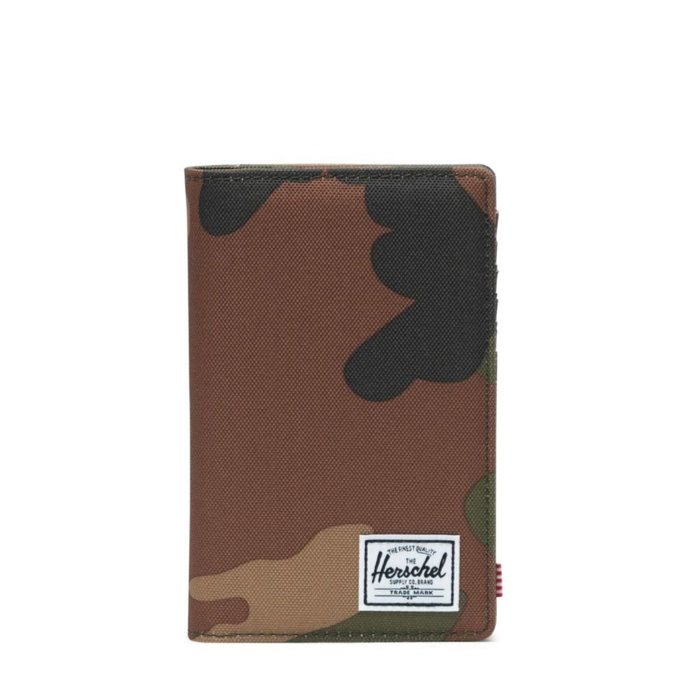 HERSCHEL - SEARCH PASSPORT HOLDER IN WOODLAND CAMO