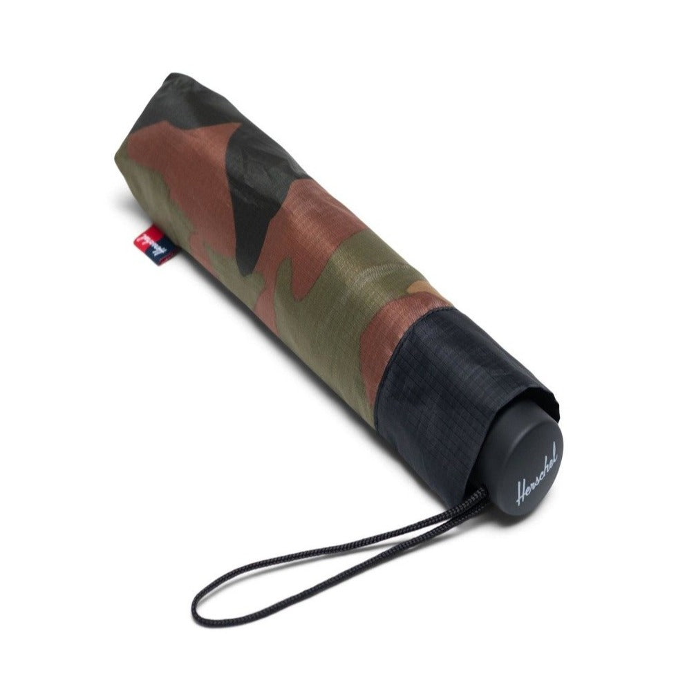 HERSCHEL - VOYAGE COMPACT UMBRELLA IN WOODLAND CAMO