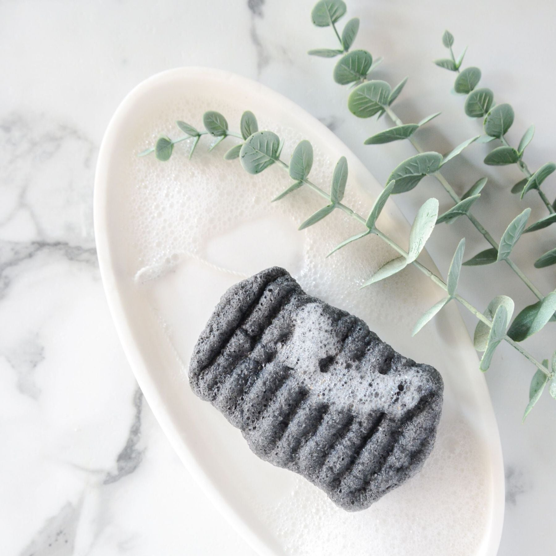 BATHORIUM - KONJAC BAMBOO CHARCOAL BODY SPONGE