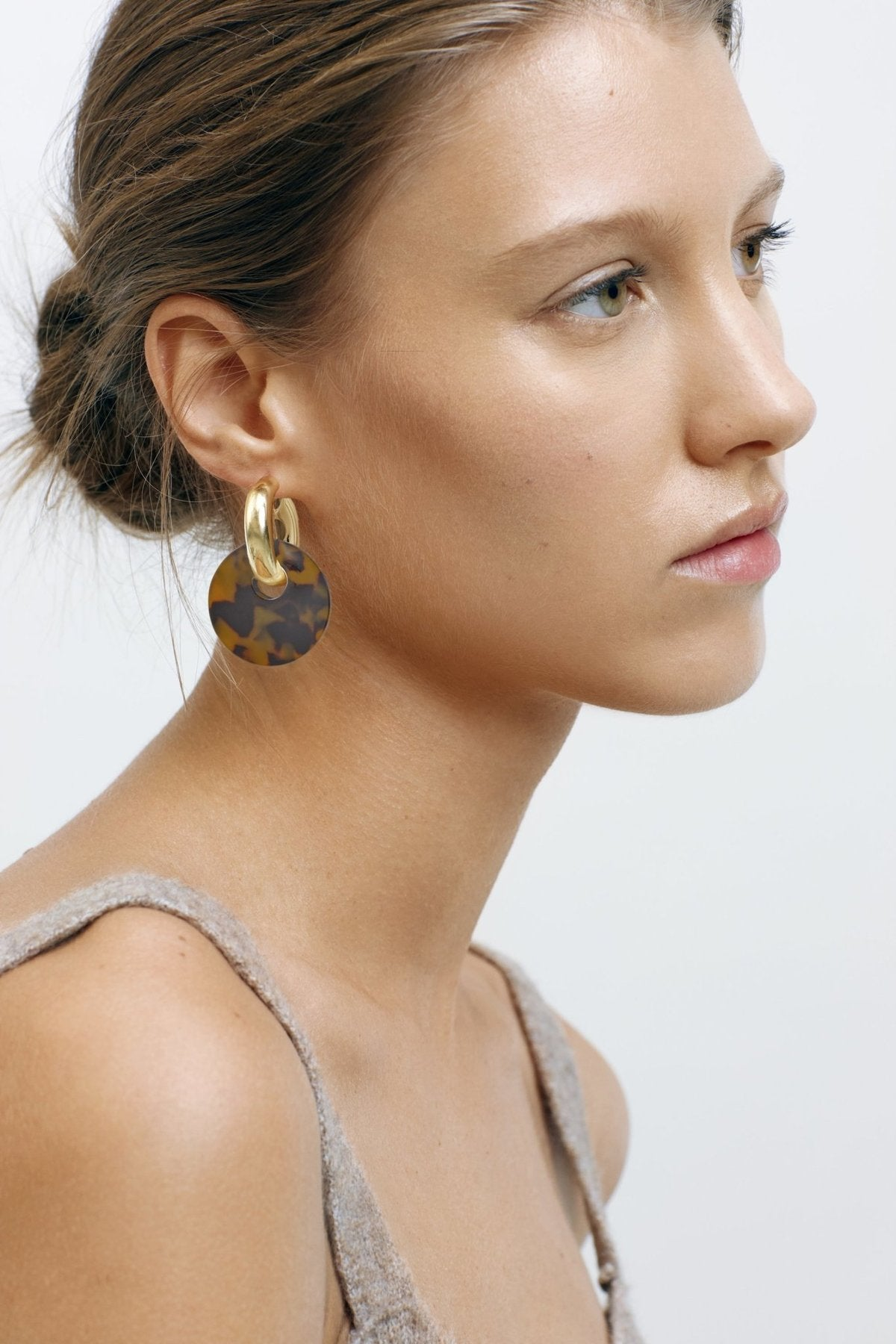 MACHETE - CHUNKY HOOPS IN GOLD WITH TORTOISE CHARM