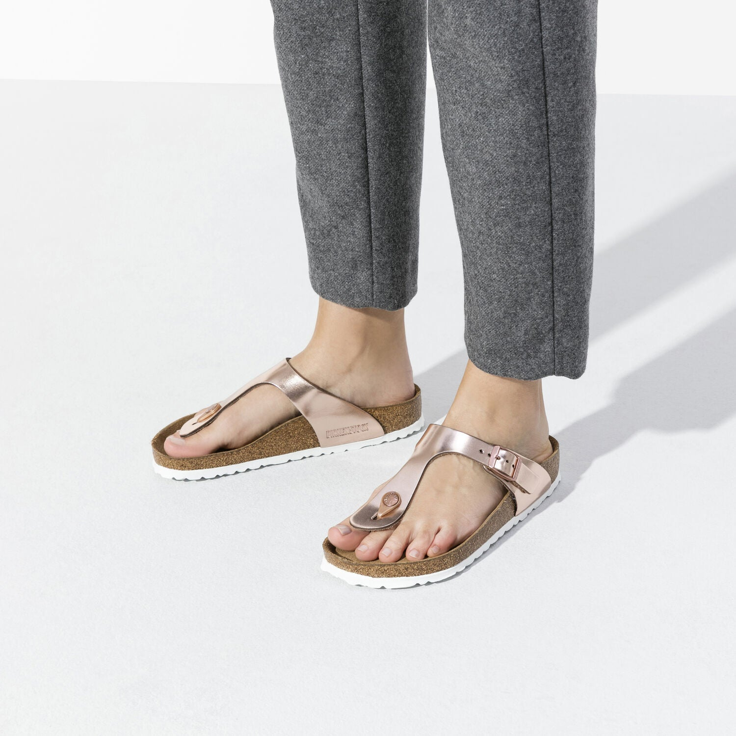 BIRKENSTOCK - GIZEH IN METALLIC COPPER LEATHER
