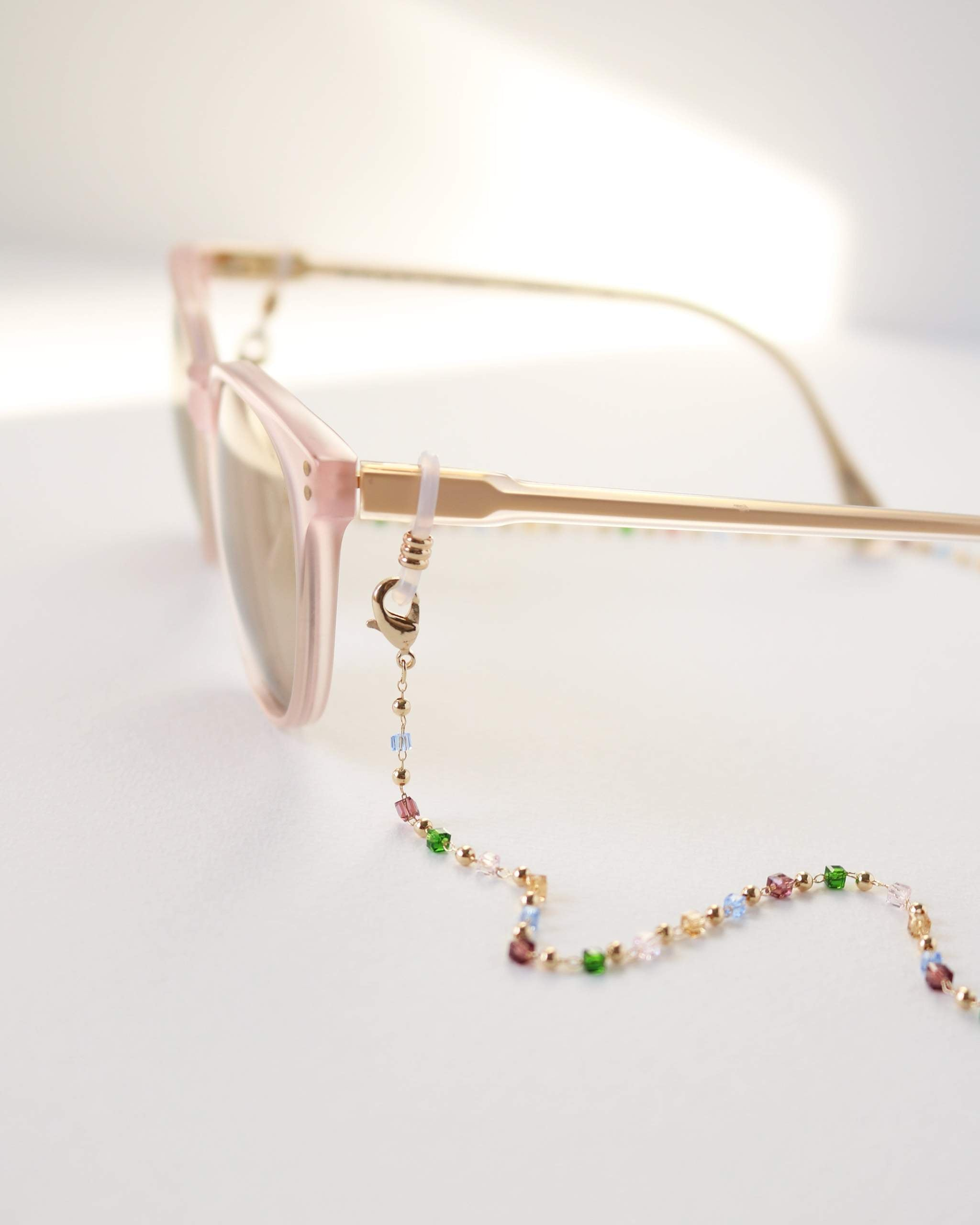 LOVER'S TEMPO - PRISM BEADED CONVERTIBLE GLASSES/MASK CHAIN IN MULTI