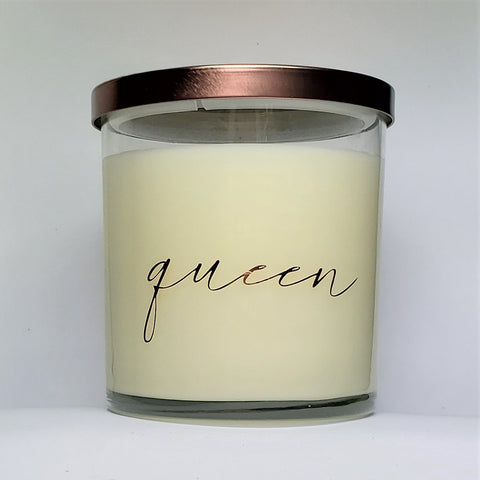 Queen candle, caramelized pralines baked goods scented soy wax candle, glass jar, bronze lid, front view.