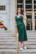Load image into Gallery viewer, The Classic Babe | Lightroom Mobile Preset