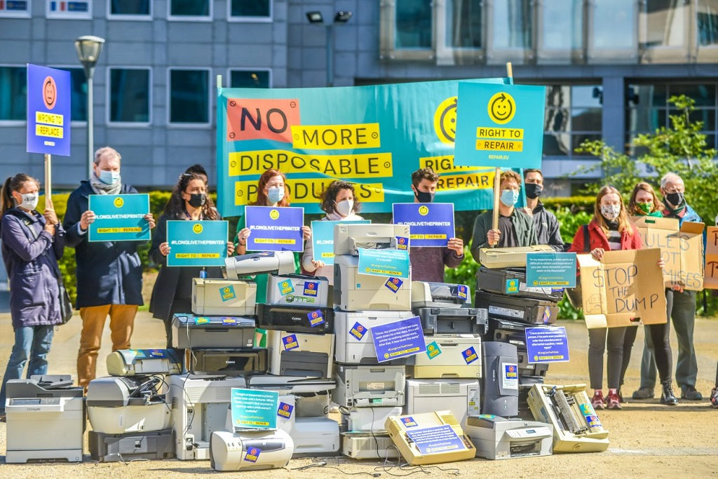 ©Right to Repair gathering in front of the European Commission in Brussels