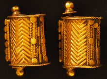 Load image into Gallery viewer, Gold earrings Tamil Nadu, India.