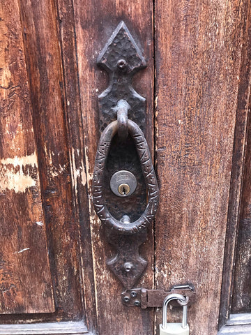iron_doorknocker_san miguel_mexico_doors_architecture