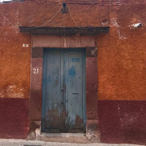 patina_rust_bllue_doors_stucco_orange_architecture_hacienda_san miguel_mexico