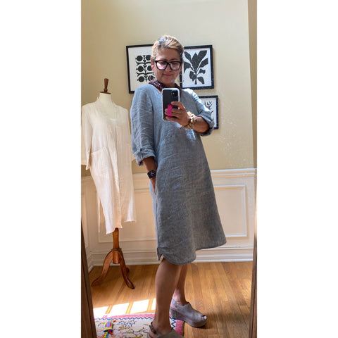 linen_pullover_dress_v-neck_chambray_blue_grey_knee-length_pockets